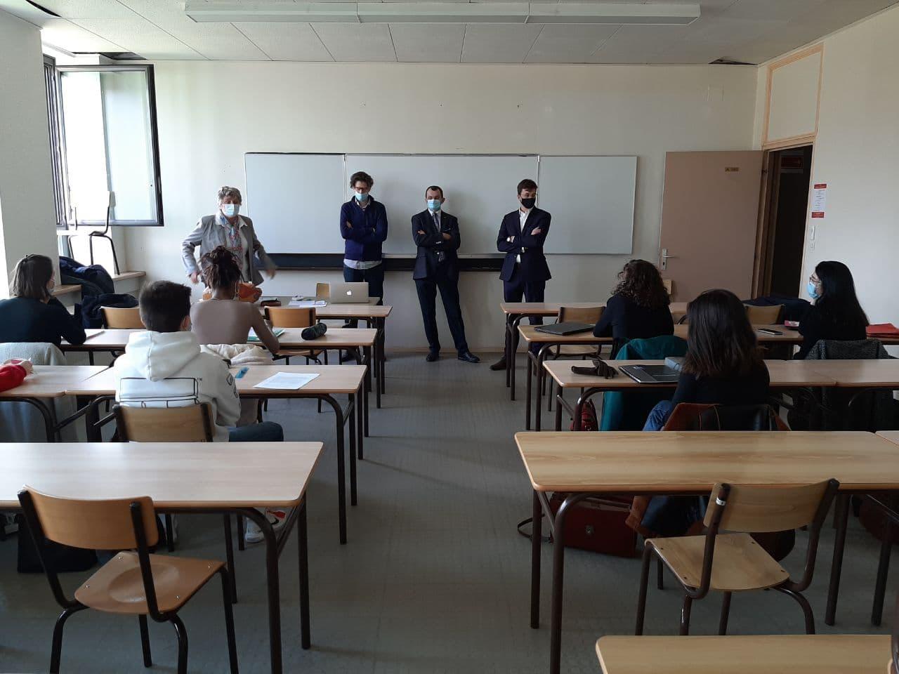 Sacha Houlié à l'écoute des étudiants