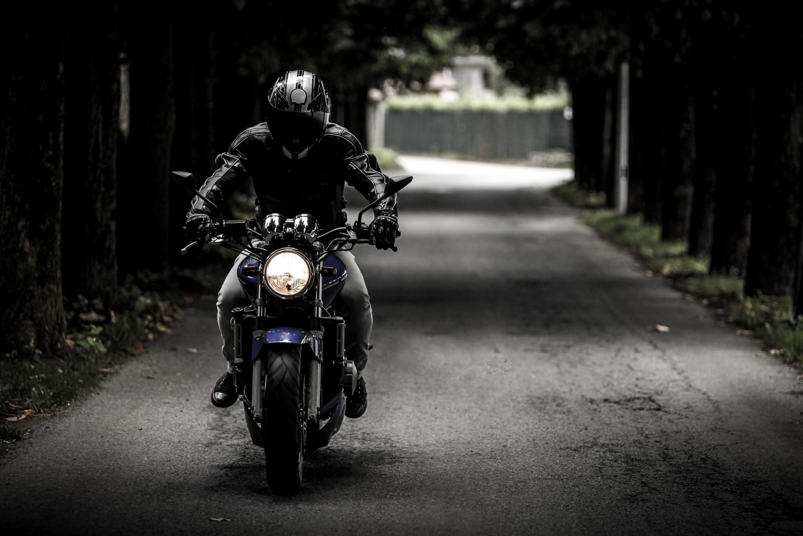 Sacha Houlié et la FFMC au Ministère des Transports contre le contrôle technique des motos